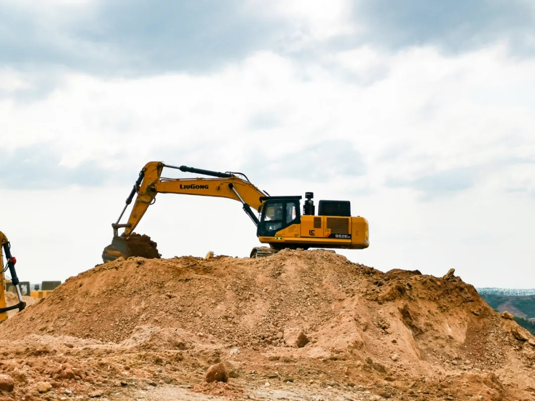 挖掘机大臂举升缓慢故障诊断