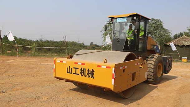 山工机械SEM526压路机
