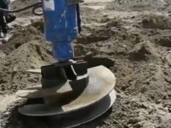 液压螺旋钻机,工地上左右转几下就把孔钻出来了