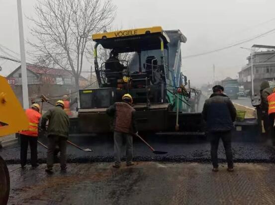 移動式沙土攤鋪機,道路這樣施工有點爽!