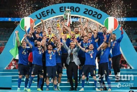 """意大利夺得欧洲杯冠军!""""菲""""凡时刻,热血瞩目"""
