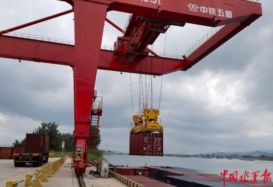 兰溪港首次采用集装箱运输煤炭