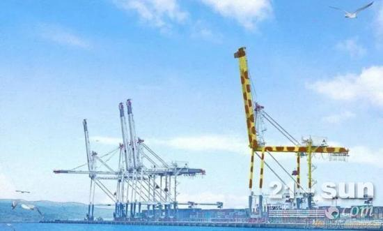 为给病童打气,日本港口的起重机装涂成长颈鹿样式