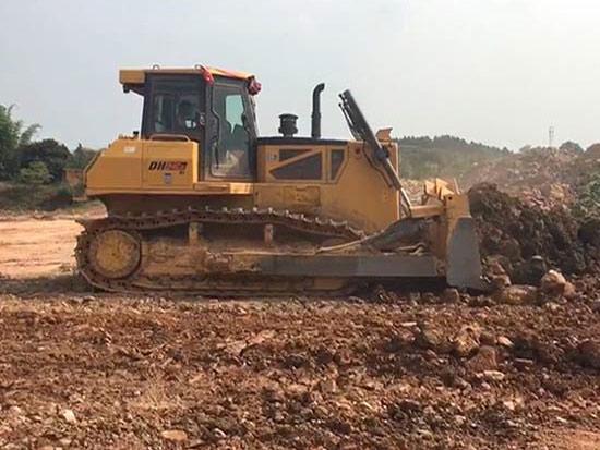 山推DH24推土机助力四川某物流园建设