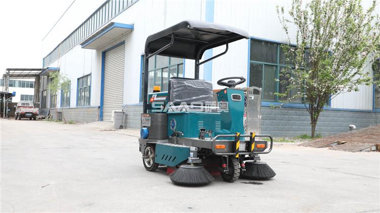 如何选购小型驾驶式扫地车?三个关键点要注意