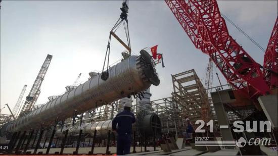 """2000吨履带吊""""Plus版""""首秀揭阳,力擎868吨超限设备乙烯塔"""