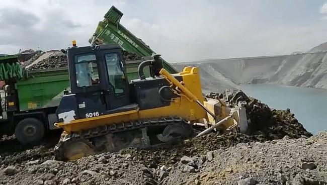 山推推土机助力国内煤矿施工