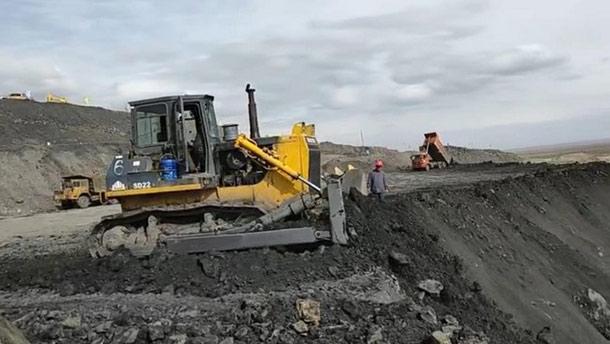 山推推土機助力國內煤礦施工