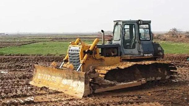 山推推土機助力農田平整
