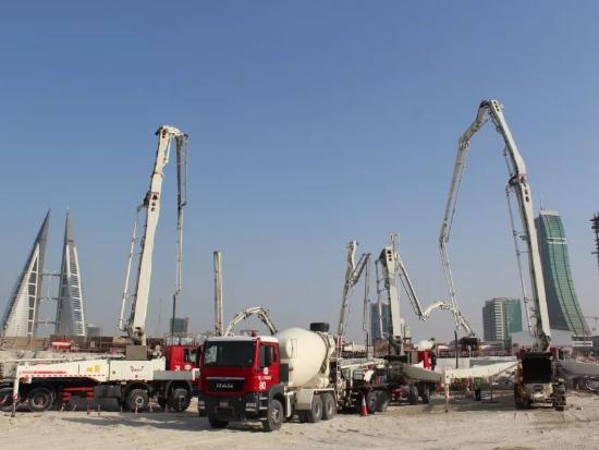 三一泵车扬威波斯湾 巴林新地标7700m3地基浇筑一次完成