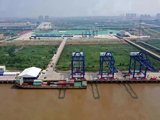 """长江""""水铁联运""""第一港开港!三一岸桥卸下第一箱!"""
