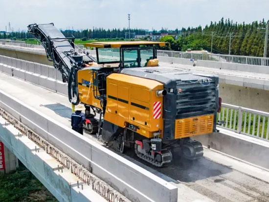 桥面拉毛轻松应对!XM2005K铣刨机江苏南沿江城际铁路展实力