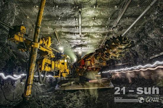 一个班干完四个班的活,东庞矿掘钻一体掘进机大显神威!