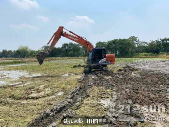 开挖机20年,如今月入两万起,他是杭州闻名十里八乡的挖掘机能手