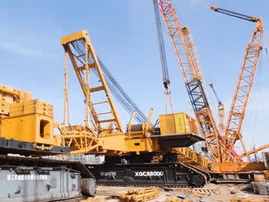 创记录!徐工4000吨起重机吊装2600吨加氢反应器