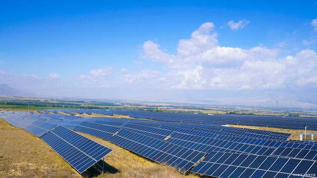 吉电股份:上半年净利同比增52% 拟投建多个光伏项目