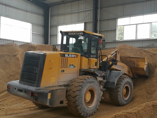 SL53H裝載機沙子鏟裝工況