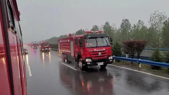 中國重汽丨車輪向河南抗洪搶險一線駛去