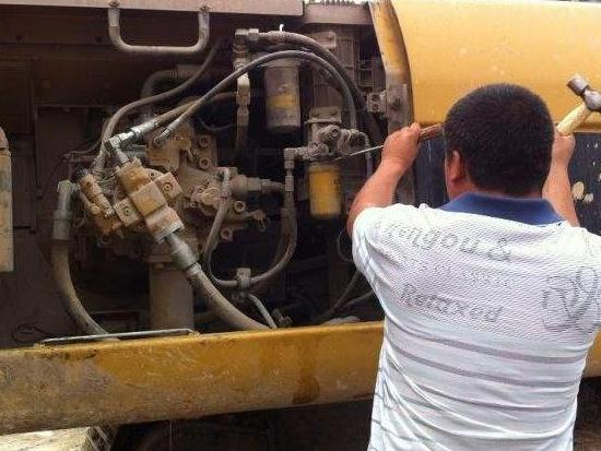 挖掘機更換液壓油應該注意些什么?