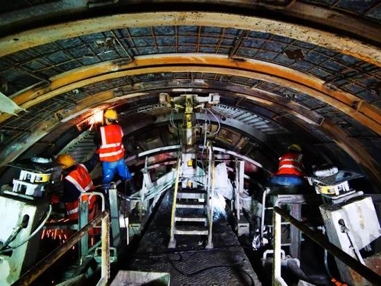 """攻克最大""""拦路虎""""!世界最长高速公路隧道施工成功穿越最危险断裂带"""