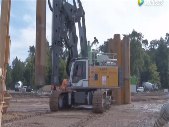LB44超大型旋挖钻机施工