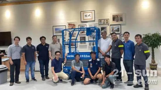 交机   吉尼首批迷你电动剪叉交付香港现代