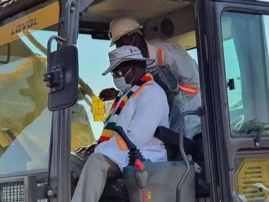 潍柴雷沃工程机械参与津巴布韦重大项目建设