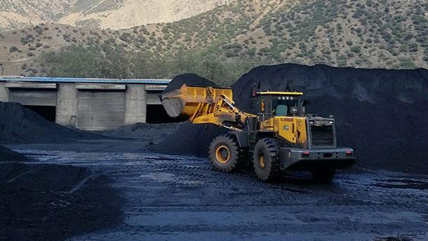 山推装载机煤场高效作业