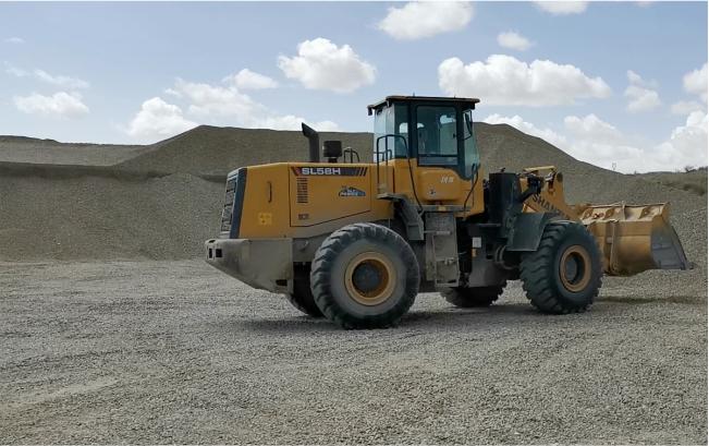 SL58H装载机土石厂施工