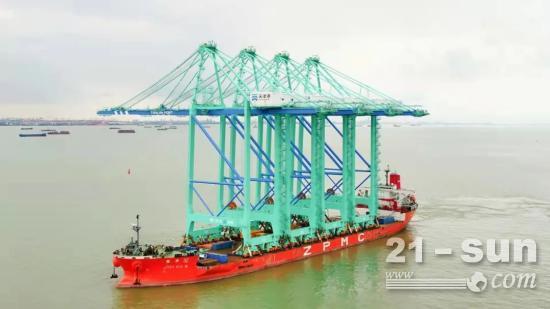 """天津港""""彩虹""""岸桥(二期)首批次发运"""