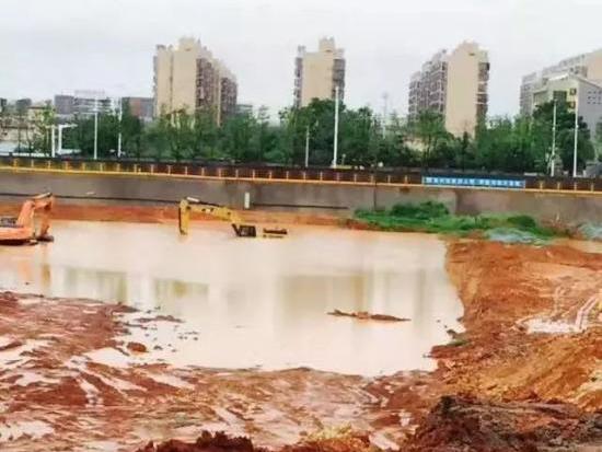 雨季,如何鉴别二手挖掘机是否为水淹车?