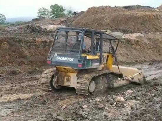 山推推土机印尼某露天镍矿回填土施工
