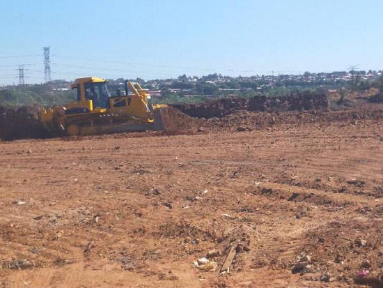 DH24-C2推土机南非约翰内斯堡娱乐城开发土方推运平整