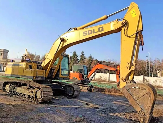 挖掘机日常保养维护