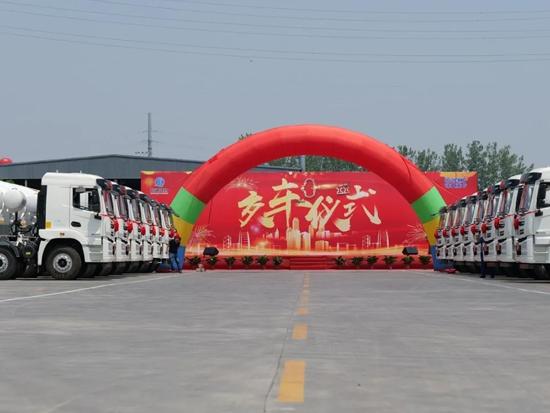城建先锋再出征!徐工重卡漢風G5轻量化搅拌车批量发往重庆!