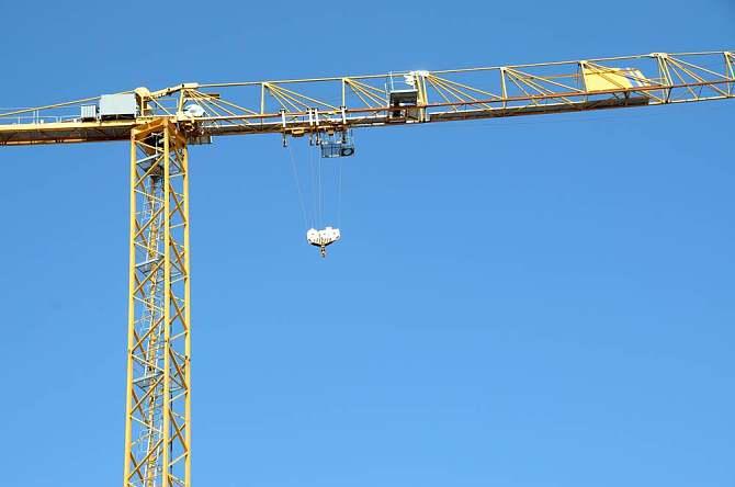 揭秘塔吊如何制造,如何架起来,人又是如何上去的?