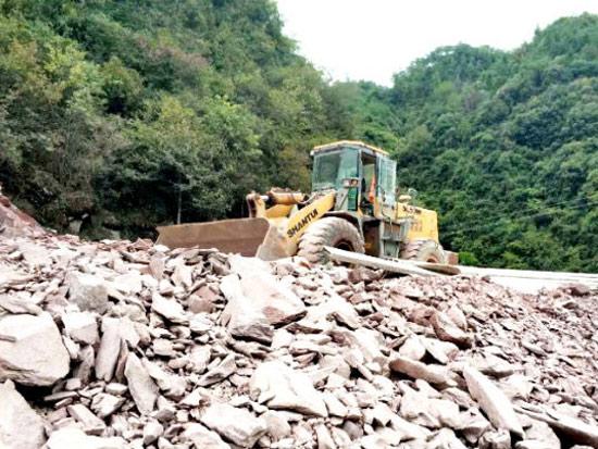山推装载机助力生态湖建设