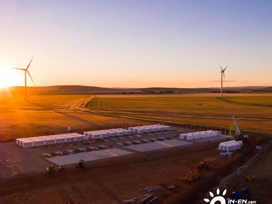 """特斯拉建议澳大利亚建设20GW储能装机,让风电光伏""""可调度"""""""