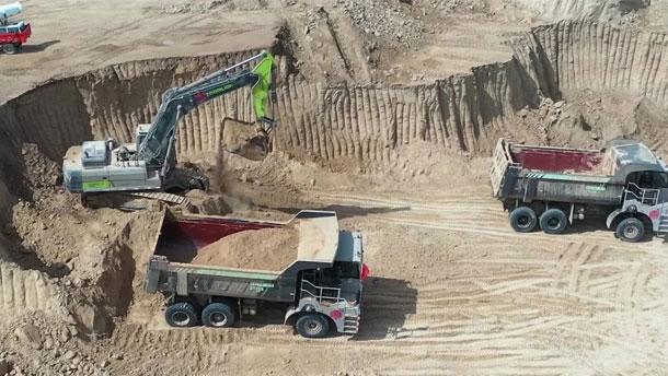 中联重科矿用自卸车ZT105驰骋西北