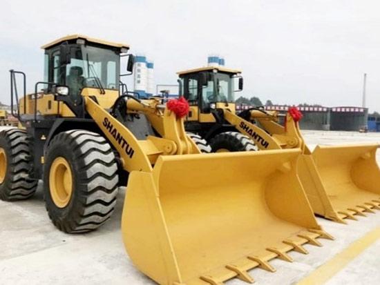 山推机群设备助力松铁高速施工