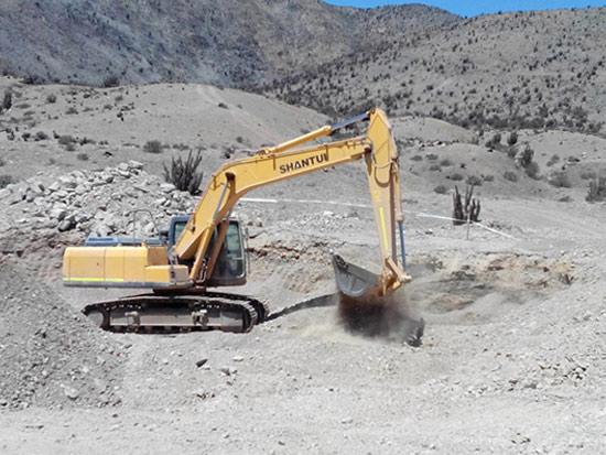 山推成套采石设备在采石场铲运施工