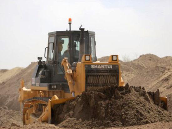 山推筑路成套设备在乌兹别克斯坦进行道路建设