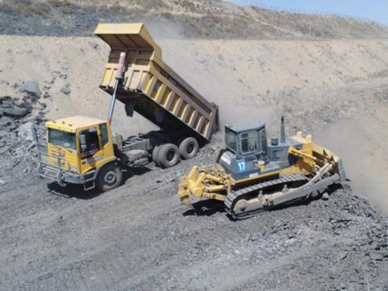 西南某矿推土机机群排土施工