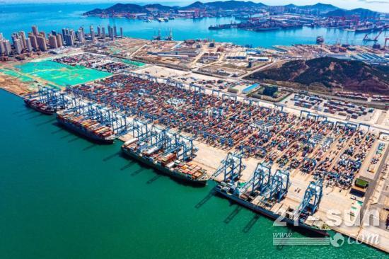 全球首创!山东港口青岛港一人可监控多台自动化岸桥
