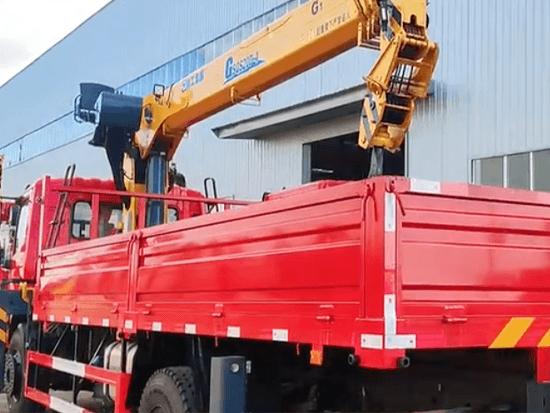 国六东风单桥徐工12吨4节G型直臂吊机