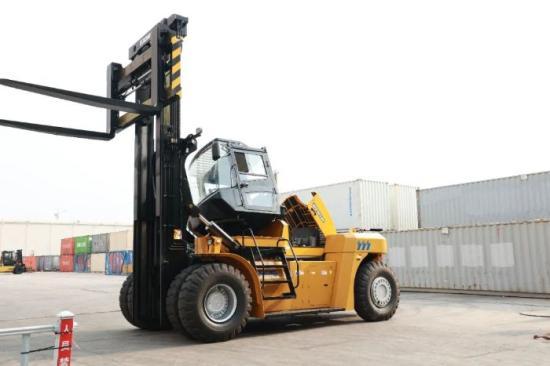 徐工流动式港口机械又添新品,重型叉车XCF2012K强势来袭