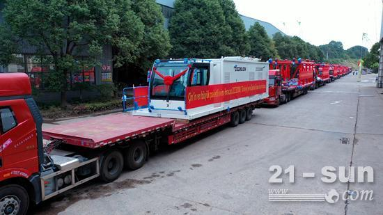 中联重科出口我国最大吨位履带式起重机 打破海外高端市场欧美垄断