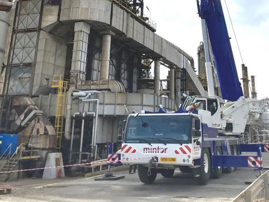 利勃海尔LTM 1120-4.1起重机在炼油厂展现工作实力