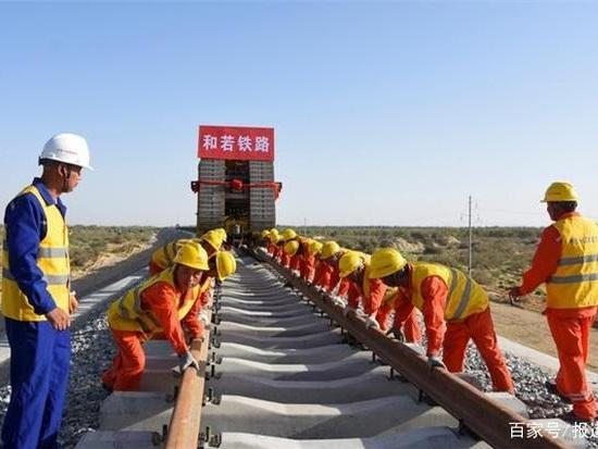 """这就是中国实力!沙漠建起环形铁路,""""基建狂魔""""名不虚传"""