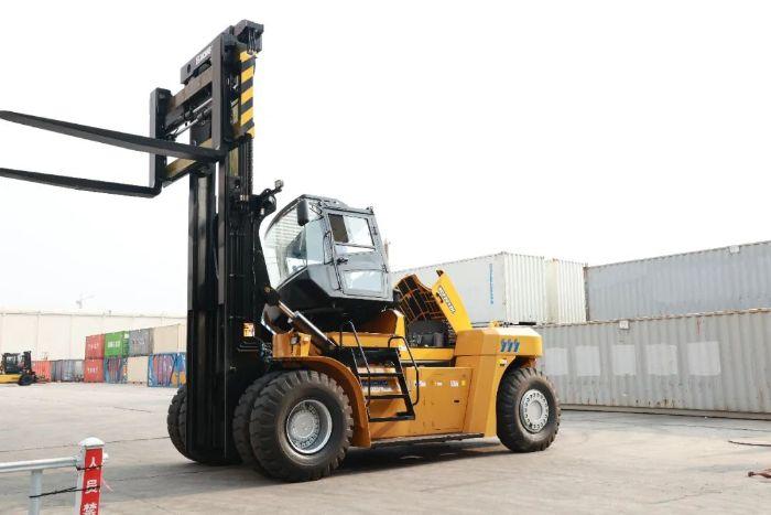 徐工流动式港口机械又添新品,重型叉车XCF2012K强势来袭。